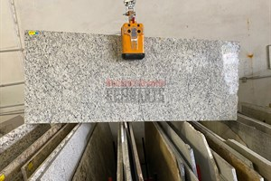 Santa Cecelia Light Granite 82